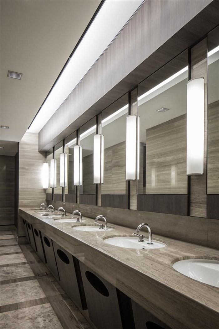 phan biet bathroom toilet va restroom 6 4