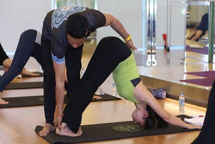 phong tap yoga huong thao
